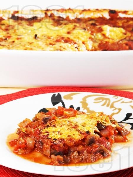Печени патладжани на фурна с доматен сос и кашкавал - снимка на рецептата